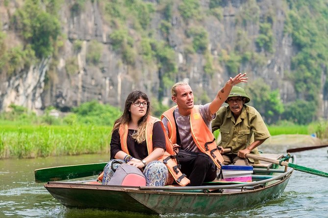 Full-Day Tour through Ninh Binh, Hoa Lu and Tam Coc with Lunch