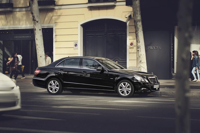 Departure Private Transfer Avignon City to Avignon Airport AVN by Business Car