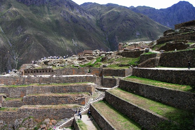 Sacred Valley Tour Pisac, Maras, Moray & Ollantaytambo and Machu picchu 2 Days