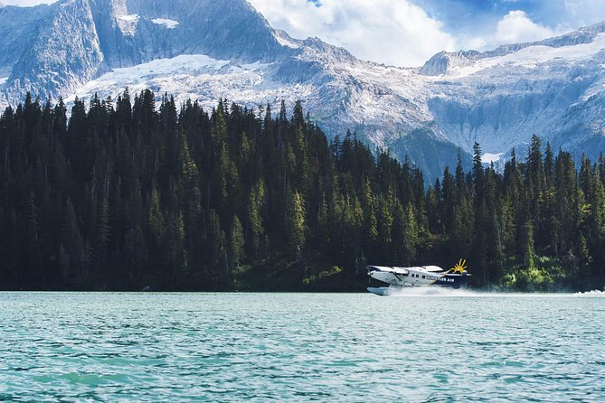 Mount Mamquam and Alpine Lakes Seaplane Tour from Vancouver