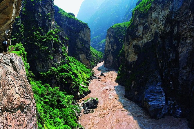 1 Day Tiger Leaping Gorge Group Hiking Tour