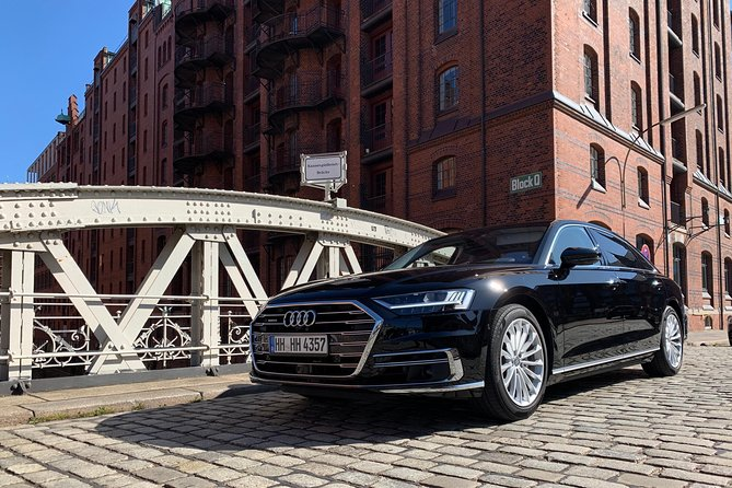 Private sightseeing tour in Hamburg with premium limousines