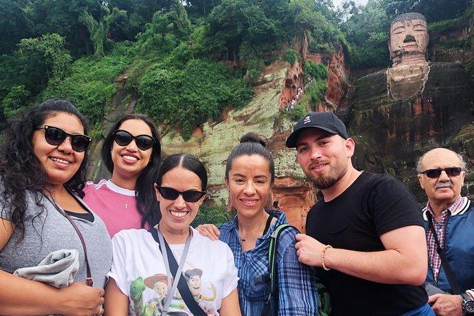 Chengdu Panda Base and Leshan Giant Buddha Private Day Tour