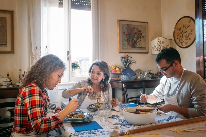 Lunch or dinner with an Italian family with cooking demo and wines - Praiano
