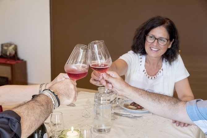 Professional 6 Wines Tasting with Regional Appetizers in a Local's home - Naples