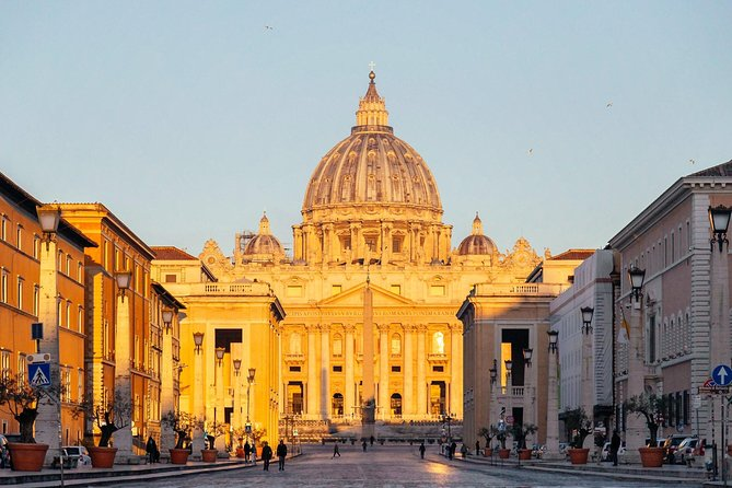 Exclusive Private Early Bird Vatican Tour & Courtyard Breakfast with a Local