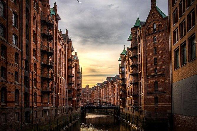 Round Trip Private Transfer: Hamburg Airport HAM to Hamburg City by Luxury Van