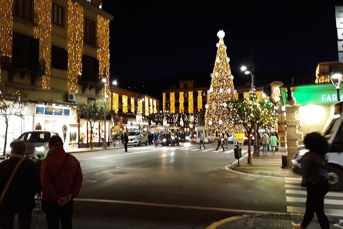 Tour of the City of Sorrento with beautiful Christmas decorations