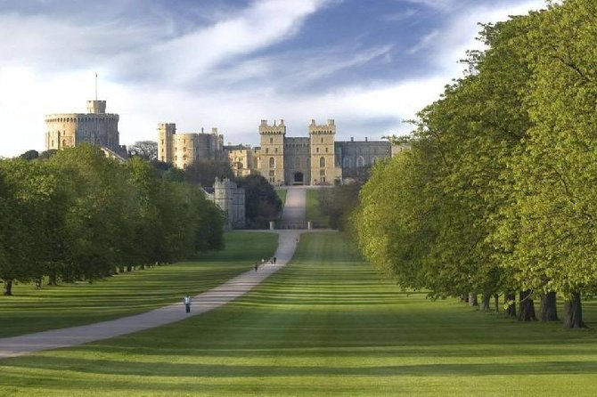 Windsor Castle, Stonehenge, Lacock, and Bath Day Tour