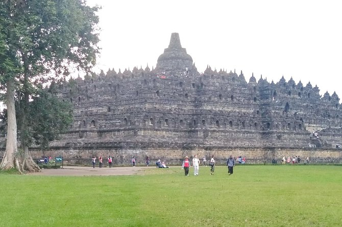 Transport tour Borobudur and Prambanan temple