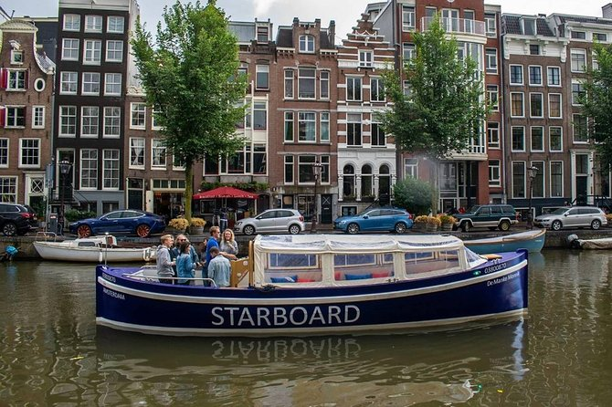 Amsterdam Light Festival Cruise with Open Bar and Local Guide | Electric boat