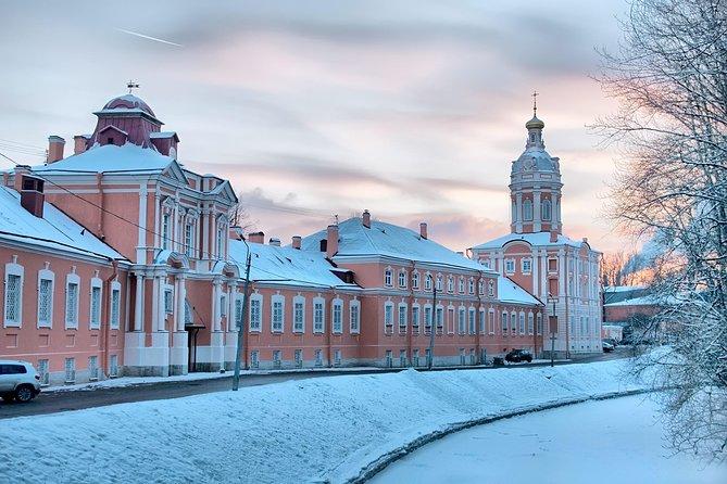 St. Petersburg: Alexander Nevsky Lavra Private Tour