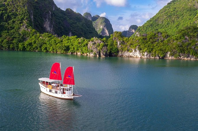 Amazing Sails Explorer- Private Day Tour in Ha Long Bay from Hanoi