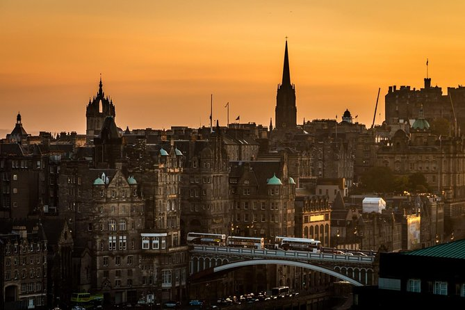 Historic Edinburgh by Night: Private Kickstart Tour with a Local