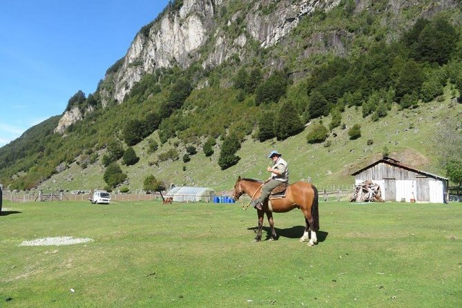 Horse Riding to Lago Las Rosas with local people from Patagonia
