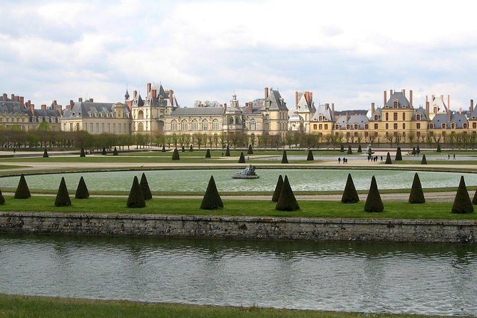 Fontainebleau & Vaux-le-Vicomte Trip with Local Guide & Private Transportation