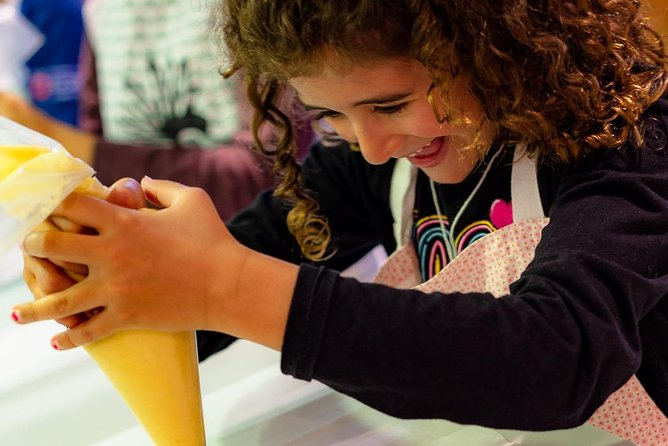 Choux cooking class for kids in Paris