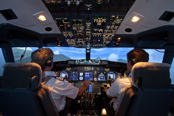 Boeing 737-800 flight simulator session. City Flyer - 60 Mins