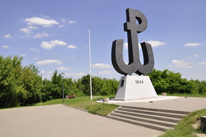 Warsaw: World War II Private Walking Tour with Powazki Cemetery