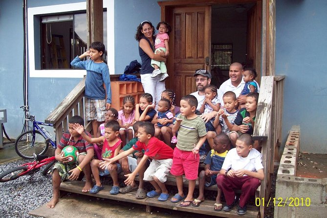 Shore Excursion: Roatan Orphanage and Schools Tour and Beach Getaway