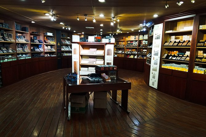 Shopping Tour (Cigars and chocolate factory, souvenirs, rum, coffee)