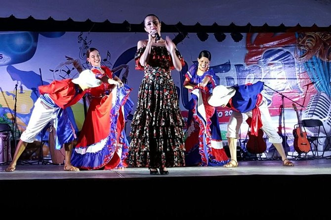 SHOW + DINNER Folkloric Show