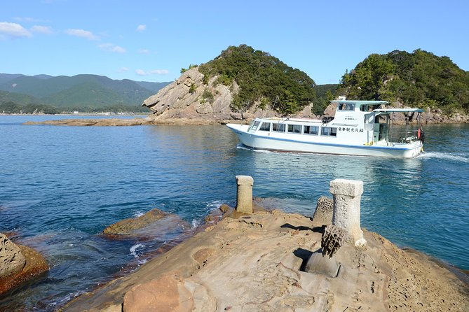 Take a tour on the Glass Bottom Boat to the Minokoshi-kaigan coast