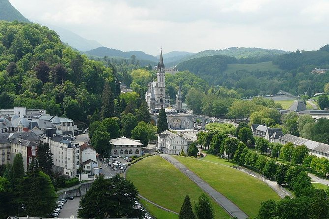 LOURDES Sanctuary: In the Life of St.Bernadette, Private Tour from Paris