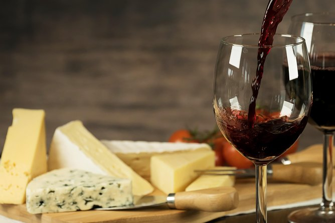 Naples in 3 Wines: Exclusive Wine Tasting with an Expert & Food Pairing