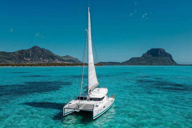 Crociere di lusso in catamarano privato verso l'Ile aux Benitiers