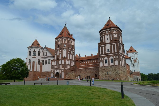 Castles for 1 private tour from Minsk - Mir, Nesvizh, Kosava and Ružany Palace
