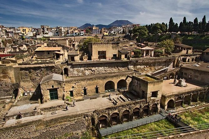 Guided tour of Herculaneum with an archaeologist