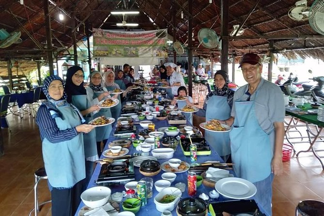 Halal Cooking Class and Cu Chi Tunnels