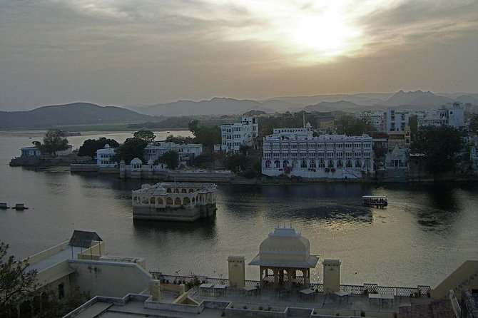Guided Ghat Walk Experience with Boat Ride in Udaipur with a local