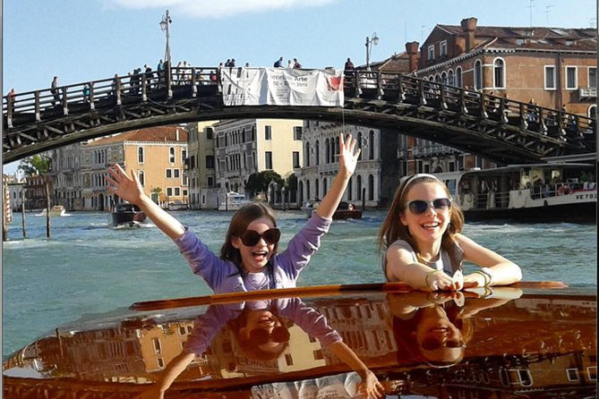 Venice Grand Canal Family Tour with Games and an Art Project