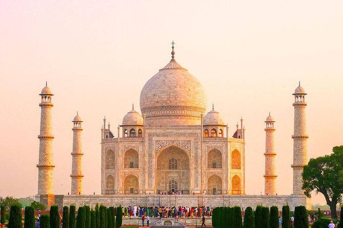 Taj Mahal Agra Overnight Tour with Fatehpur Sikri from Delhi