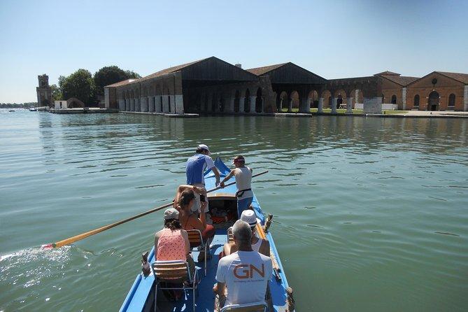 Hidden Venice on Caorlina Rowing Boat