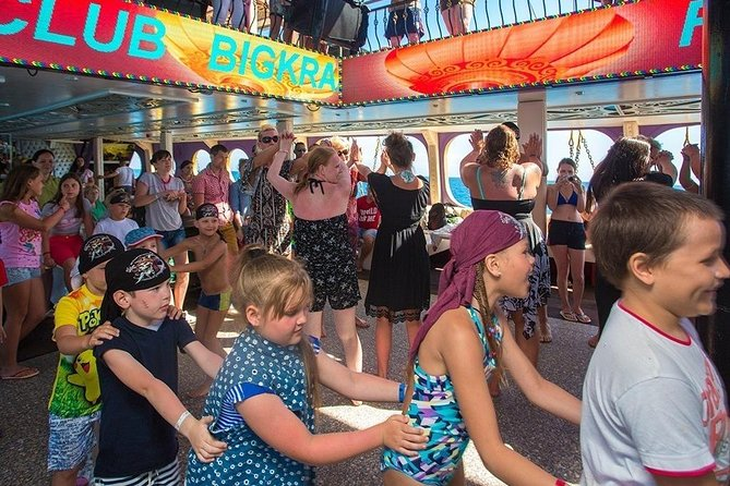 Alanya: Luxury Pirates Yacht with Lunch and Drinks