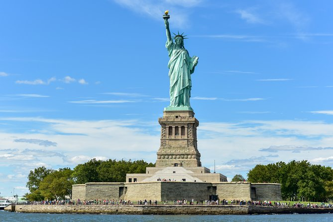 New York Private Boat Charter (Up to 6 Passengers)