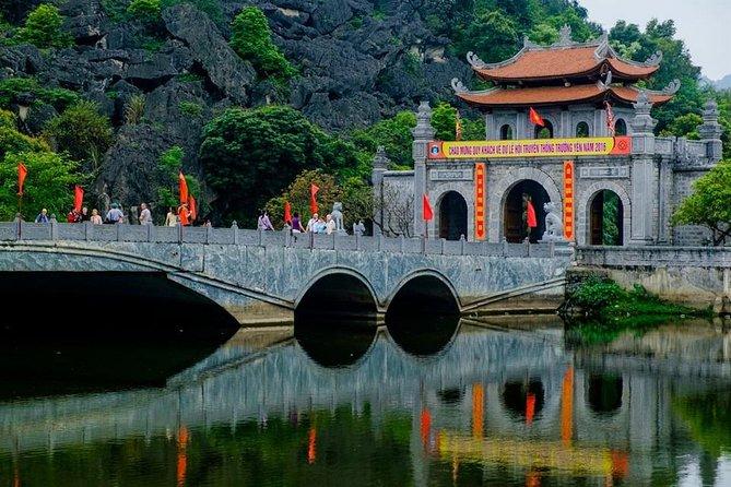 Ninh Binh: Hoa Lu - Tam Coc - Mua Cave & Hanoi Stress Food Walking Tour