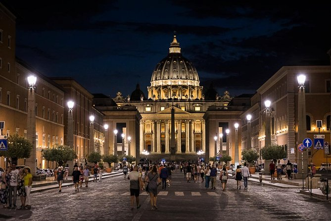 VATICAN MUSEUM NIGHT TOUR: Mini Group of 8 People - Priority Access
