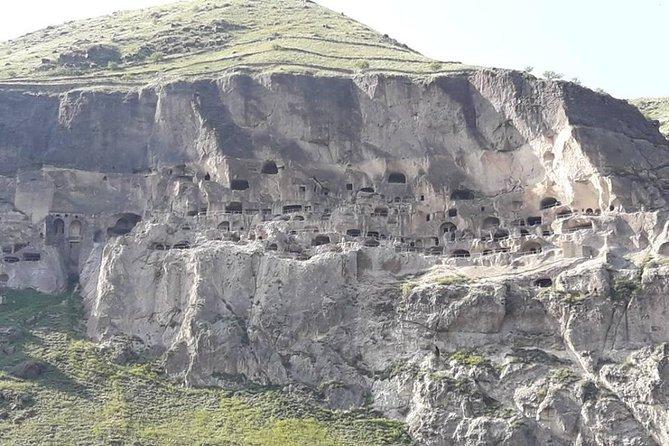 Borjomi-Atskuri-Akhaltsikhe-Khertvisi-Vardzia Tour