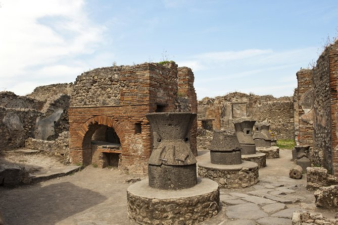 Skip the Line Pompeii Ruins Tour with Villa of Mysteries photo 8