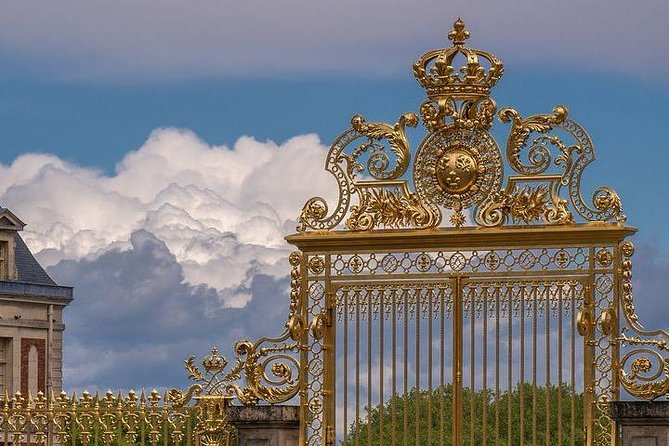 the Royal Tower to visit the Chateau De Versailles