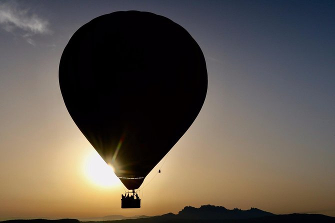 Traditional Ballooning from Barcelona Including Breakfast in Restaurant