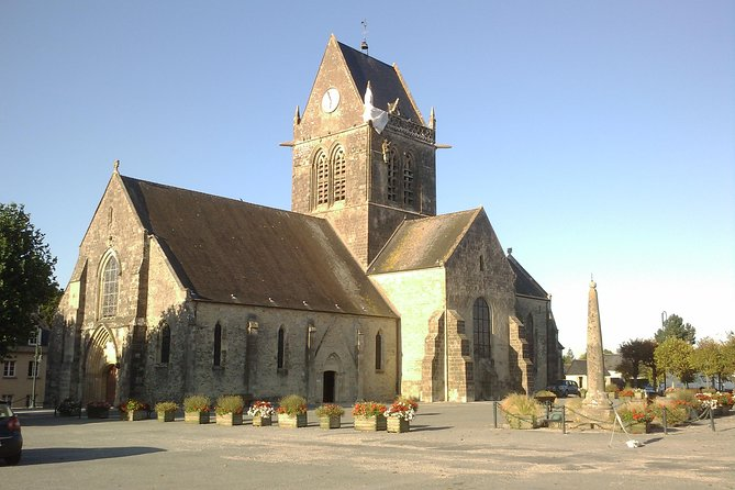Paratrooper hanging from the church in Sainte Mere Eglise
