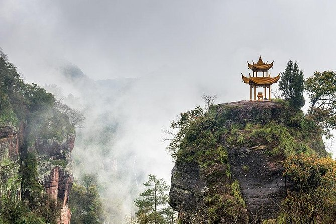 Private Huangshan Day Tour with Qiyun Mountain and Hui Culture Experience