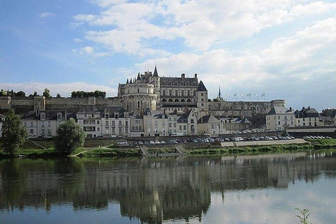 Loire Valley Castles Private 1-Day Tour from Paris by Train & Minivan
