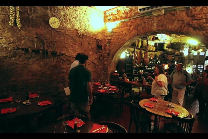 Tapas, wine and historical tour of the Gothic neighborhoods in Barcelona