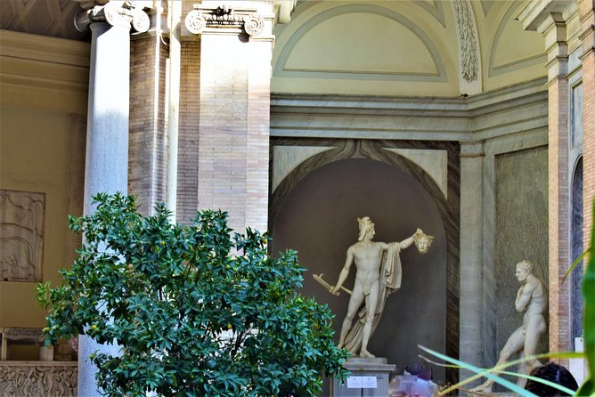 MINI WOW TOUR: Must see in Rome with Luxury Car, Guide,Tickets & Lunch included